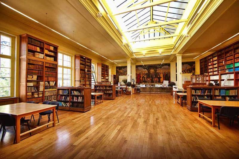 Vue intérieure de la bibliothèque centrale de Chimie ParisTech